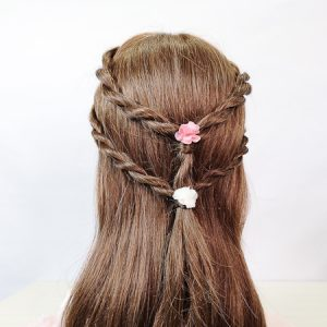 Peinado sencillo con trenza de cordón